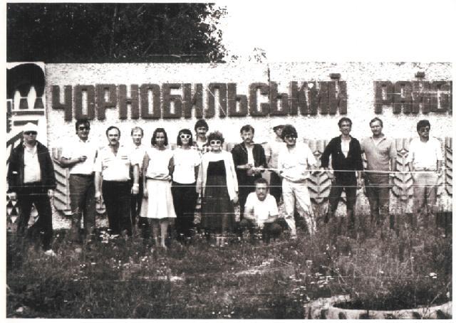 Бригада артистів Вінницької обласної філармонії під час обслуговування ліквідаторів аварії на ЧАЕС, 1986 р.