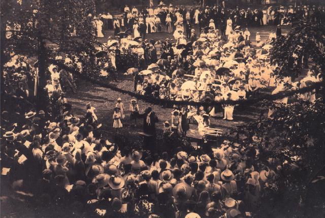 Виступ хору під керівництвом М.Д.Леонтовича у Вінниці. Початок ХХ ст. Фото з колекції В.Козюка