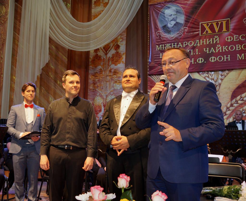 В.Коровій вітає з початком фестивалю